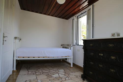 Bedroom 3: 1 Double Bed (Kefalonia)